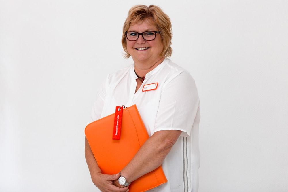 Elfi Benders: Pflegedienstleiterin, u.a. zuständig für die Pflegeorganisation, Beratung und Schulung